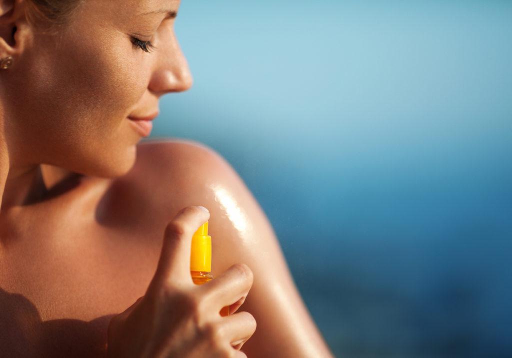Come scegliere la protezione solare: spray o crema?