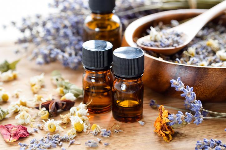Oli essenziali, le fragranze che tengono lontane le zanzare