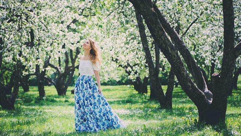 Chic o minimal: le gonne lunghe vestono di allegria l'estate