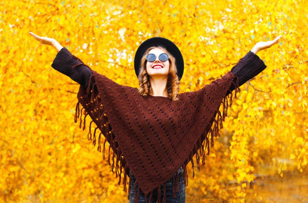 Dal trench alla mantella, i cinque cappotti più trendy d'autunno